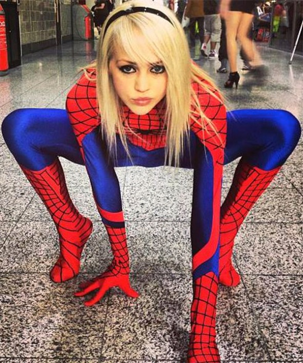 http://cosplaydaily.files.wordpress.com/2013/12/wall-spit-spider-man-girl-2.jpg?w=590